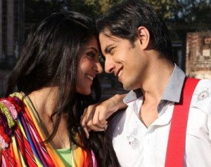 A still from Chashme Baddoor.